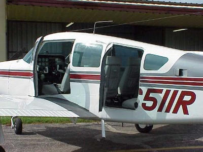 Another photo of N6511R at her former home in Arkansas. Nice paint. Nice interoir.